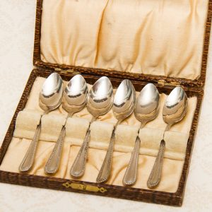 6 silver plated teaspoons in case