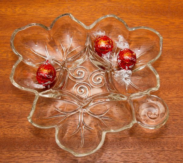 A large vintage glass dish in the shape of a leaf separated into 4 sections., Vintage Leaf Shape clear glass dish nuts nibbles dips sweets jewellery trinkets decorative glass