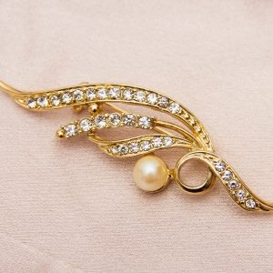 18 Carat gold plated vintage brooch in the shape of a leaf