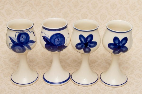 Iden Rye Pottery Set of 4 Stoneware Wine Goblets, Iden Rye Pottery Set of 4 Stoneware Wine Goblets Hand Painted Blue & White Dennis Townsend