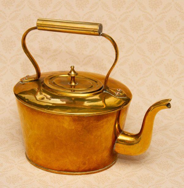 Oval Vintage Brass Kettle, Oval Vintage Brass Kettle – Fireside Kitchen display prop – Bar, Cafe, Restaurant