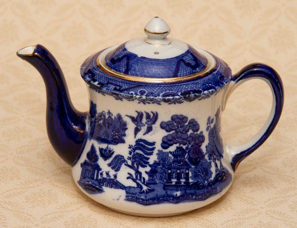 Royal Corona Ware Willow Pattern Teapot, Antique S. Hancock and Sons Royal Corona Ware, Willow Pattern Teapot