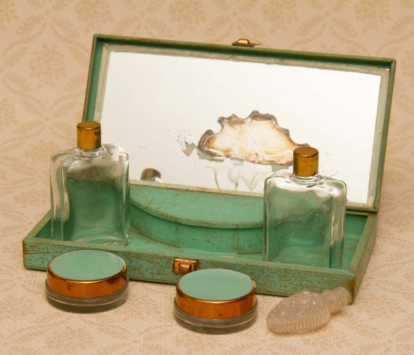 MELISSA Vintage powder vanity mirror compact, Sirram Vintage Beauty Box, Metal Case with Mirror, Glass Bottles and Pots